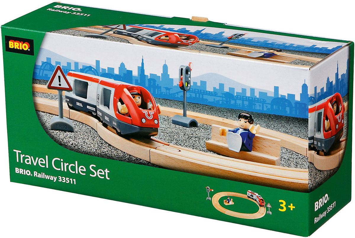 """Вашему ребенку обязательно придется по душе игровой набор """"Железная дорога со светофором"""". В набор входят элементы из натурального дерева для сборки железной дороги, фигурки, паровозик с вагоном, светофор и дорожный знак. Фигурку машиниста можно с легкостью пристроить в паровозике, а фигурку пассажира можно посадить на скамейку, или в вагон. С этим набором ребенок может значительно разнообразить игры с железной дорогой. Набор совместим со всеми железными дорогами и паровозиками """"Brio"""". Железные дороги позволяют ребенку не только получать удовольствие от игры, но и развивать пространственное воображение, мелкую моторику и координацию движений."""