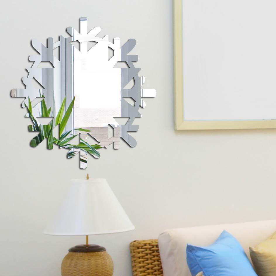 Декоративное зеркало Paris-Paris Снежинка, диаметр 32 см17804Фигурное зеркало Paris-Paris - это яркий декоративный объект, по отражающим свойствам не уступающий классическому стеклянному зеркалу. Всегда разные в зависимости от того, где они располагаются, зеркала Paris-Paris каждый раз вступают в новый диалог с интерьером! Зеркало из гибкого органического стекла. Этот легкий и прочный материал по сравнению с обычным стеклом более устойчив к повреждениям и обеспечивает максимальный визуальный эффект. Крепится к стене при помощи специального двустороннего скотча входящего в комплект.Инструкция: Если вы уже выбрали место для вашего зеркала, весь процесс займет 3 минуты. Стена должна быть чистой и сухой. Снимите защитную пленку с клейкой ленты на обратной стороне зеркала; Разместите зеркало на стене; Аккуратно снимите с зеркала защитную пленку.