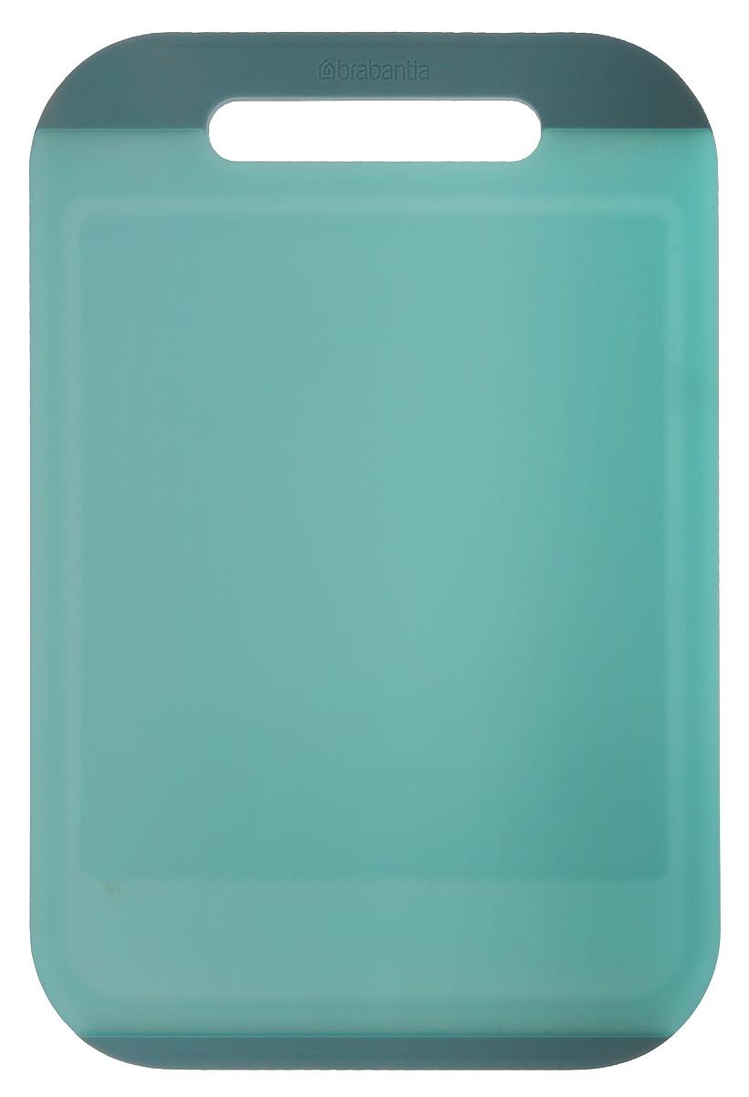Доска разделочная Brabantia, цвет: мятный, 36,5 см х 25 см х 1 см54 009312Прямоугольная разделочная доска Brabantia, выполненная из высококачественного пластика, станет незаменимым аксессуаром на вашей кухне. Ручка и окантовка по краям доски предотвратит ее скольжение по поверхности стола.Функциональная и простая в использовании, разделочная доска Brabantia разнообразит и освежит интерьер кухни, а также прослужит вам долгие годы.Можно мыть в посудомоечной машине.