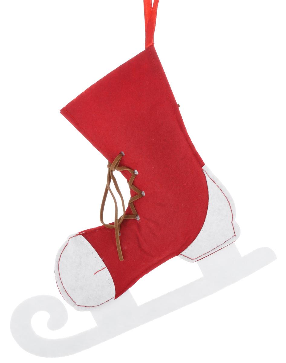 Новогоднее подвесное украшение Феникс-презент Конек38496Новогоднее украшение Феникс-презент Конек, изготовленное из высококачественного синтетического в виде сапожка, прекрасно подойдет для праздничного декора дома и новогодней ели. С помощью специальной текстильной петельки его можно повесить в любом понравившемся вам месте. Но, конечно, удачнее всего такая игрушка будет смотреться на праздничной елке. Елочная игрушка - символ Нового года. Она несет в себе волшебство и красоту праздника. Создайте в своем доме атмосферу веселья и радости, украшая новогоднюю елку нарядными игрушками, которые будут из года в год накапливать теплоту воспоминаний.