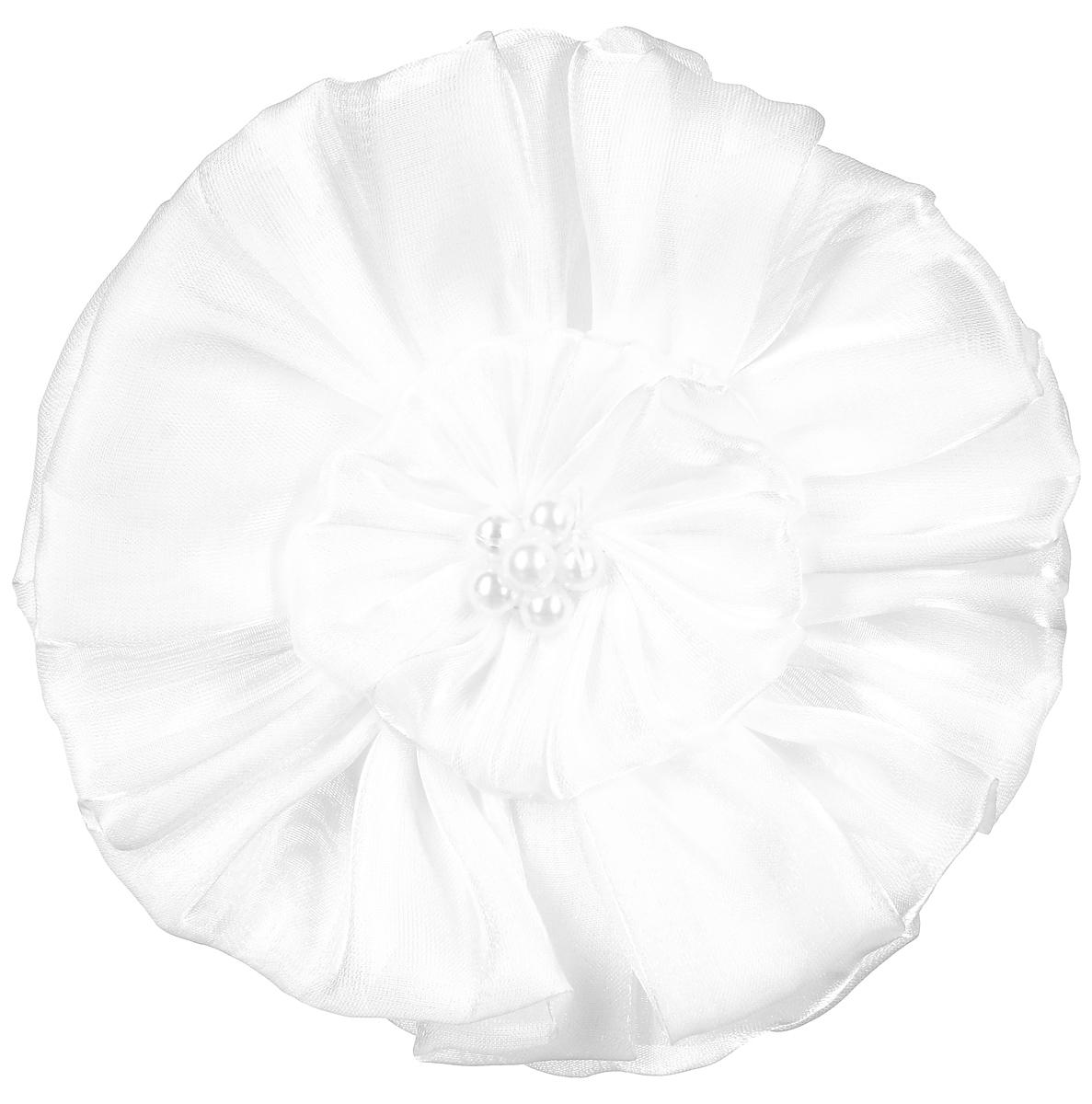 Резинка-бант Fashion House, цвет: белый. FH318273003Резинка для волос Fashion House выполнена из текстиля белого цвета, украшена большим цветком центр которого оформлен пластиковыми бусинами. Диаметр резинки:3 см.