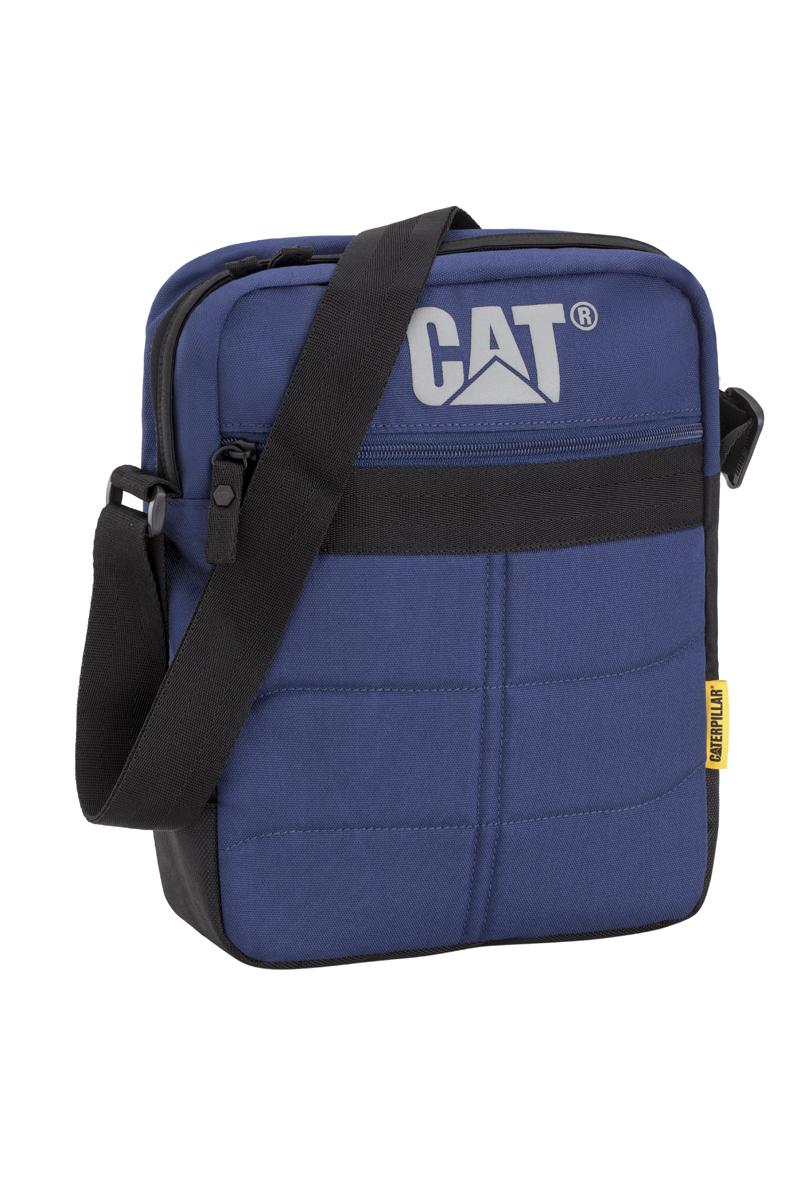 Сумка-планшет Caterpillar Ryan, цвет: темно-синий, черный, 7 л6166344267Стильная сумка-планшет Caterpillar Ryan выполнена из полиэстера. Изделие имеет одно основное отделение, закрывающееся на застежку-молнию. Внутри имеется мягкий карман для планшета, который закрывается на хлястик с липучкой. Снаружи, на передней стенке находится прорезной карман на застежке-молнии. На задней стенке расположен накладной карман на липучке. Сумка оснащена регулируемым текстильным плечевым ремнем. Стильная сумка-планшет Caterpillar Ryan эффектно дополнит ваш образ и станет незаменимой в повседневной жизни.