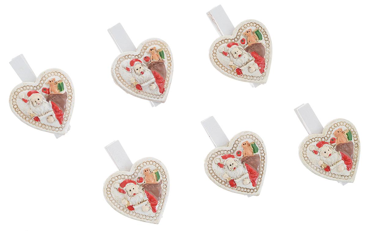 Набор новогодних декоративных украшений Феникс-Презент Сердецки, на прищепке, 6 шт34376Набор Феникс-Презент Сердецки состоит из 6 декоративных украшений - прищепок, изготовленных из полирезина и дерева. Изделия станут прекрасным дополнением к оформлению вашего новогоднего интерьера. Они используются для развешивания стикеров на веревке, маленьких игрушек и многого другого. Оригинальность и веселые цвета прищепок будут радовать глаз и поднимут настроение. Длина прищепки: 4,5 см. Размер декоративной части прищепки: 3,5 см х 3,5 см.