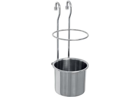 Держатель для кухонных принадлежностей Nadoba Bozena36.49.35/94Держатель для кухонных принадлежностей Nadoba Bozena изготовлен из высококачественной хромированной стали. Все сварные швы аккуратно зашлифованы. Хромоникелевое покрытие держателя имеет самый высокий класс качества и толщину свыше 10 микрон. Прочные стальные прутья сечением 3,5 мм; 5,5 мм превосходят все аналоги на рынке. Держатель снабжен силиконовыми опорами. Такой держатель станет полезным аксессуаром в домашнем быту и идеально впишется в интерьер современной кухни.