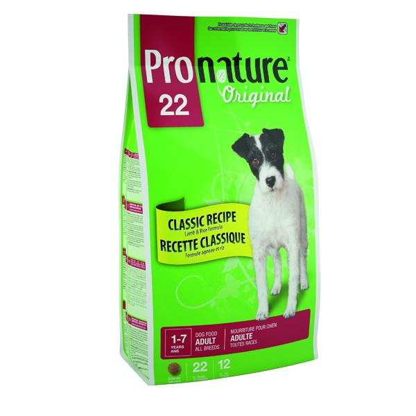Корм сухой Pronature Original 22 для собак, с ягненком и рисом, 6 кг0120710Рецепт сбалансированной гиппоалергенной формулы корма Pronature Original предлагает вашему лучшему другу роскошный пир с ягненком. Вы не только сделаете его счастливым и здоровым, но и заставите его осознать, на сколько сильно вы его любите! Вкусный и ароматный рецепт, который подходит для собак с чувствительным желудком, не содержит курицы и сои и помогает сохранить кожу здоровой, а шерсть блестящей!Состав: мука из мяса ягненка (15%), дробленый рис, кукуруза, клейковина, отруби пшеницы, цельные зерна ячменя, растительное масло, сушеная мякоть свеклы, гидролизат куриной печени, дрожжевая культура, сушеная люцерна, мононатрия фосфат, соль, глюкозамина сульфат, экстракт Юкки, хондроитина сульфат, сушеный шпинат, сушеный розмарин, сушеный тимьян, сушеный имбирь.Добавки: витамин А 13000 МЕ/кг, витамин D3 1200 МЕ/кг, витамин Е 75 МЕ/кг, железо 90 мг/кг, йод 2 мг/кг, кобаль 0,7 мг/кг, медь 3 мг/кг, марганец 12 мк/кг, цинк 90 мг/кг, селен 0,1 мг/кг.Гарантируемые показатели: белок 22%, жир 12%, сырая зола 7,5%, сырая клетчатка 4%, кальций 1,2%, фосфор 0,9%. Товар сертифицирован.
