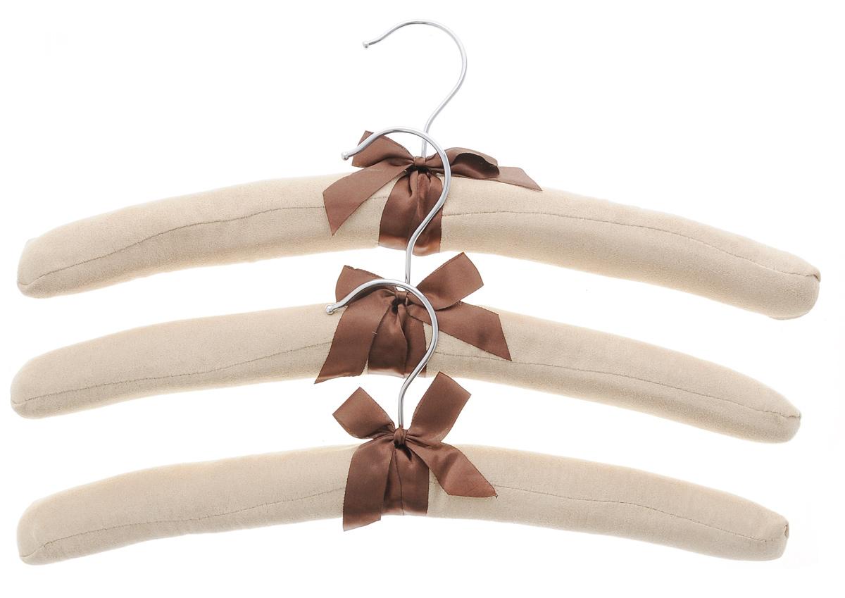 Набор вешалок для одежды El Casa, 3 шт. 150060Брелок для ключейНабор El Casa состоит из трех вешалок, изготовленных из дерева, поролона и замши. Вешалки идеально подойдут для деликатной одежды из шерсти и нежных тканей. Набор El Casa станет практичным и полезным в вашем гардеробе. С ним ваша одежда избежит ненужных растяжек и провисаний. Комплектация: 3 шт.Размер вешалки: 38 см х 3,5 см х 11 см.
