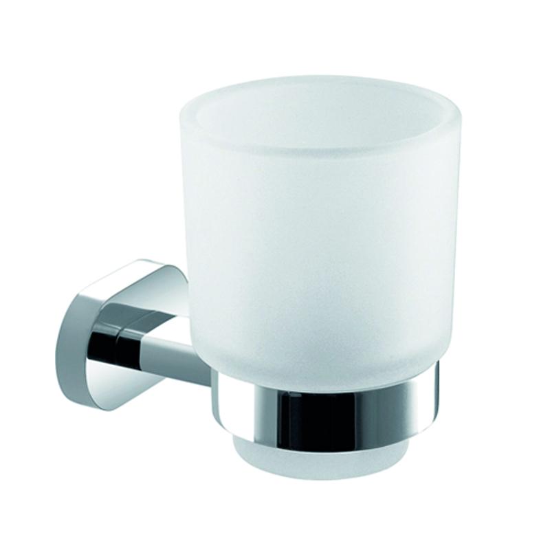 Стакан подвесной Gro Welle Mandarin531-105Стакан для ванной комнаты Gro Welle Mandarin изготовлен из высококачественного матового стекла. Для стакана предусмотрен специальный держатель, выполненный из латуни с хромированным покрытием. Хромоникелевое покрытие Crystallight придает изделию яркий металлический блеск и эстетичный внешний вид. Имеет водоотталкивающие свойства, благодаря которым защищает изделие. Устойчив к кислотным и щелочным чистящим средствам. Изделие быстро и просто крепится к стене, крепежные материалы входят в комплект. В стакане удобно хранить зубные щетки, пасту и другие принадлежности. Диаметр стакана по верхнему краю: 7,4 см.Высота стакана: 9,8 см.Отступ стакана от стены: 10,65 см.Диаметр металлического кольца: 5,5 см.