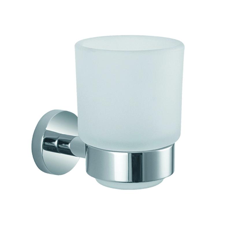 Стакан подвесной Gro Welle Rube10503Стакан для ванной комнаты Gro Welle Rube изготовлен из высококачественного матового стекла. Для стакана предусмотрен специальный держатель, выполненный из латуни с хромированным покрытием. Хромоникелевое покрытие Crystallight придает изделию яркий металлический блеск и эстетичный внешний вид. Имеет водоотталкивающие свойства, благодаря которым защищает изделие. Устойчив к кислотным и щелочным чистящим средствам. Изделие быстро и просто крепится к стене, крепежные материалы входят в комплект. В стакане удобно хранить зубные щетки, пасту и другие принадлежности. Диаметр стакана по верхнему: 7,4 см.Высота стакана: 10,3 см.Отступ стакана от стены: 10,7 см.