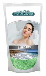 Mon Platin DSM Натуральная Соль Мёртвого моря с ароматическими маслами (зеленая) 500 гFS-00897Натуральная соль Мертвого моря с ароматическими маслами содержит единственный в мире минеральный состав, который благоприятно влияет как на кожу, так и на состояние организма в целом. Практически все элементы таблицы Менделеева представлены в составе соли Мертвого моря. Высокая концентрация магния, калия, кальция, брома, йода оказывают общеукрепляющее действие. Способствует регенерации кожи, делает её более упругой и улучшает тургор, улучшает кровообращение, укрепляет стенки сосудов, заживляет раны, активно участвует в обменных процессах. Натуральные масла розы, жасмина, лемонграсса и сосны, входящие в состав соли, смягчают, увлажняют, тонизируют и питают кожу, снимают усталость и стресс.