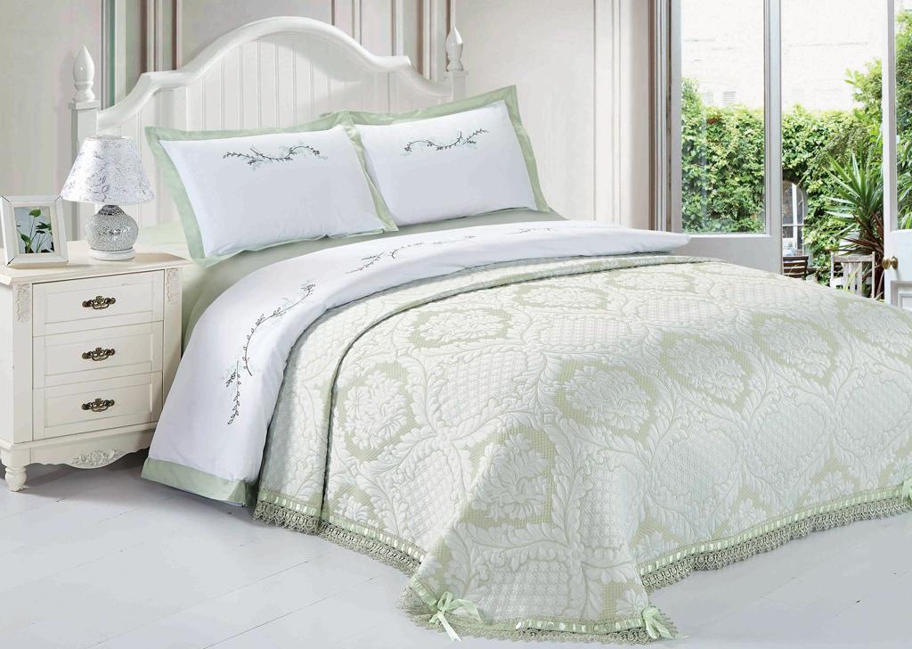 Комплект белья SL, евро, наволочки 50х70, цвет: оливковый. 10393391602Комплект постельного белья SL состоит из пододеяльника, простыни и 2 наволочек. Он украшен машинной вышивкой высшего качества. Нитки не станут выбиваться, нанесенный на нити стойкими красителями цвет не выцветет и не полиняет. В сатине высокой плотности нити очень сильно скручены, поэтому ткань гладкая и немного блестит. Краска на сатине держится очень хорошо, новое белье не полиняет и со временем не станет выцветать. Комплект из плотного сатина прослужит дольше любого другого хлопкового белья. Благодаря диагональному пересечению нитей, он почти не мнется, но по гладкости и мягкости уступает атласным тканям.