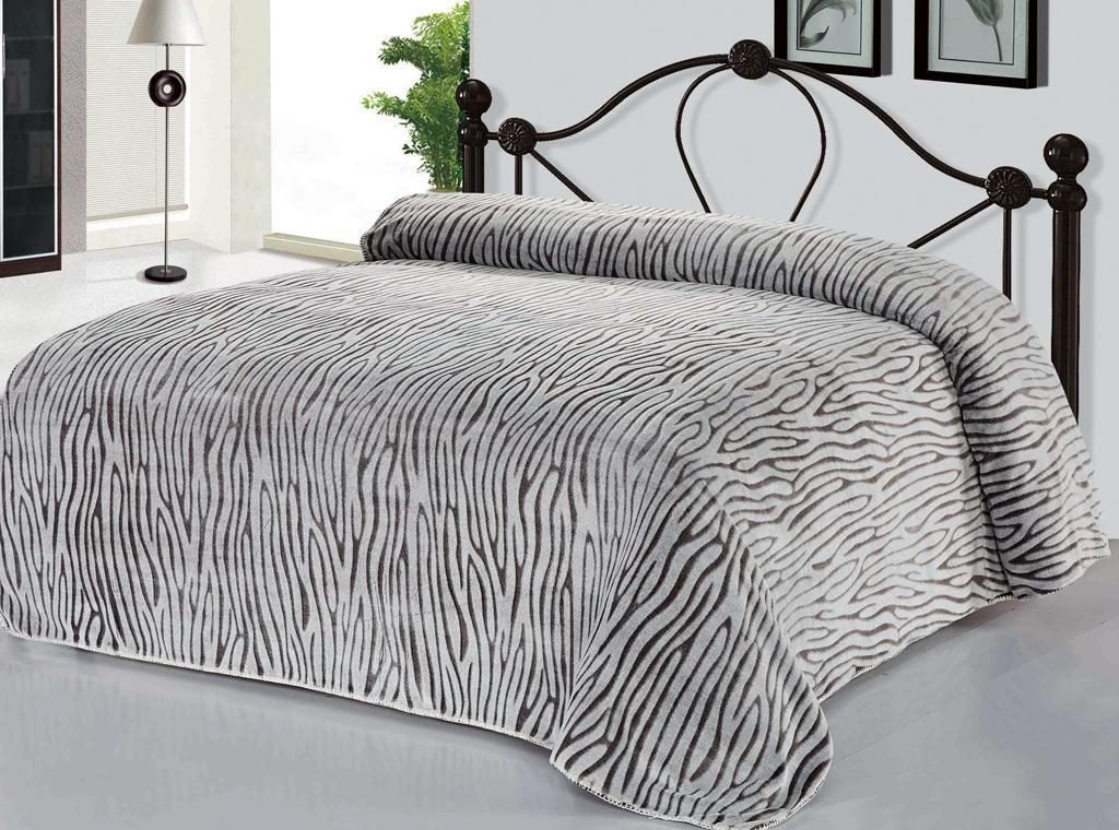 Плед Soft Line, цвет: серый, 200 х 220 см. 10398CLP446Роскошный плед Soft Line гармонично впишется в интерьер вашего дома и создаст атмосферу уюта и комфорта. Плед выполнен из мягкого и приятного на ощупь флиса (100% полиэстер). Высочайшее качество материала гарантирует безопасность не только взрослых, но и самых маленьких членов семьи.Плед - это такой подарок, который будет всегда актуален, особенно для ваших родных и близких, ведь вы дарите им частичку своего тепла!