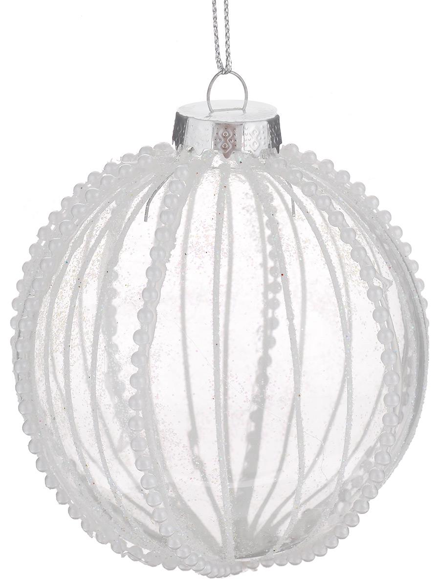 Новогоднее подвесное украшение Феникс-презент Первый снег, диаметр 8 см39099/75907Новогоднее подвесное украшение Феникс-презент Первый снег отлично подойдет для декора праздничной ели. Изделие выполнено из высококачественного прозрачного стекла в форме шара, оформлено белыми бусинами и сверкающими блестками. Шар оснащен петелькой для подвешивания. Елочная игрушка - символ Нового года. Она несет в себе волшебство и красоту праздника. Создайте в своем доме атмосферу веселья и радости, украшая новогоднюю елку нарядными игрушками, которые будут из года в год накапливать теплоту воспоминаний. Серия украшений Magic Time принесет в ваш дом ни с чем не сравнимое ощущение праздника.