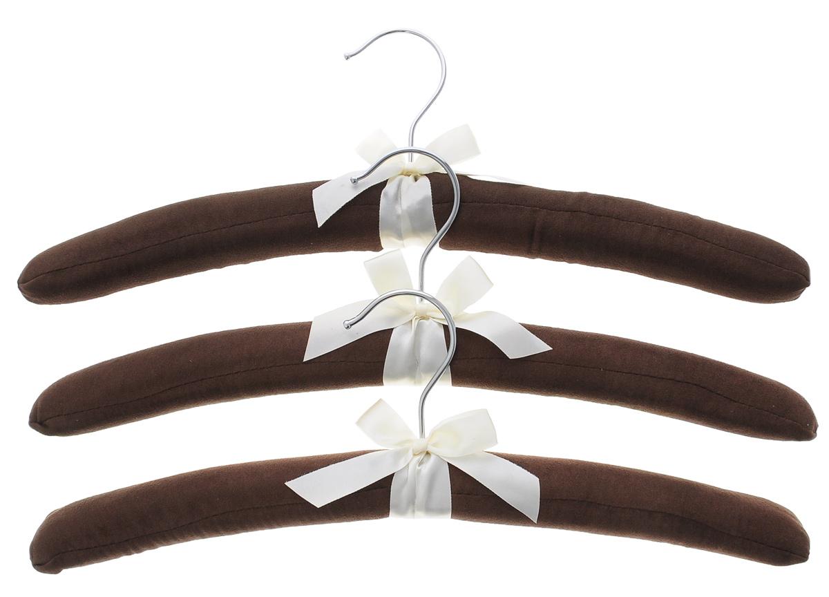 Набор вешалок для одежды El Casa, цвет: коричневый, молочный, 3 шт1004900000360Набор вешалок El Casa, изготовленный из дерева и замши, идеально подойдет для деликатной одежды из шерсти и нежных тканей. С ним ваша одежда избежит ненужных растяжек и провисаний. Набор El Casa станет практичным и полезным в вашем гардеробе.Комплектация: 3 шт.Размер вешалки: 11 см х 38 см х 3,5 см.