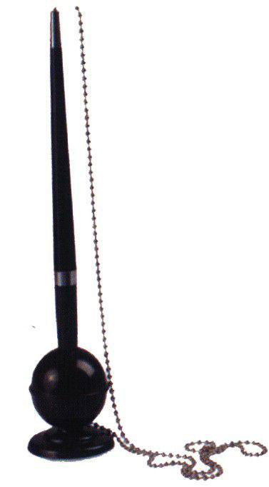 Ручка шариковая на подставке 82287 (черная с синими чернилами)FS-00103Стильная шариковая ручка - очень полезный аксессуар в любой ситуации. Оригинальная подставка прикрепляется к любой поверхности, ручка крепится к подставке на металлическую цепочку.