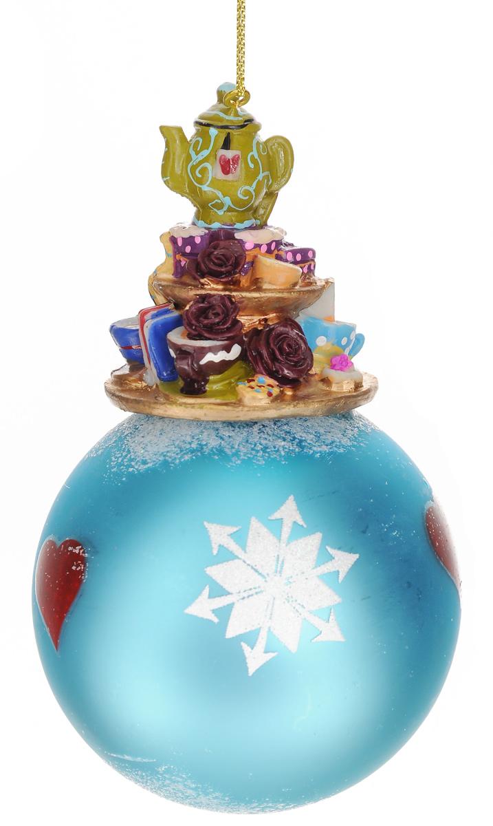 Новогоднее подвесное украшение Феникс-Презент Волшебное чаепитие, диаметр 8 см42177Новогоднее украшение Феникс-Презент Волшебное чаепитие отлично подойдет для декорации вашего дома и новогодней ели. Изделие, выполненное из стекла в виде елочного шара, оснащено фигуркой чайного сервиза и цветов, изготовленных из полирезина. Украшение декорировано рисунком снежинок, сердечек и оформлено блестками в виде снега. Изделие оснащено текстильной петелькой для подвешивания.Елочная игрушка - символ Нового года. Она несет в себе волшебство и красоту праздника. Создайте в своем доме атмосферу веселья и радости, украшая всей семьей новогоднюю елку нарядными игрушками, которые будут из года в год накапливать теплоту воспоминаний.Коллекция декоративных украшений из серии Magic Time принесет в ваш дом ни с чем не сравнимое ощущение волшебства!Размер изделия (с учетом фигурки): 13,5 см х 8 см х 8 см.