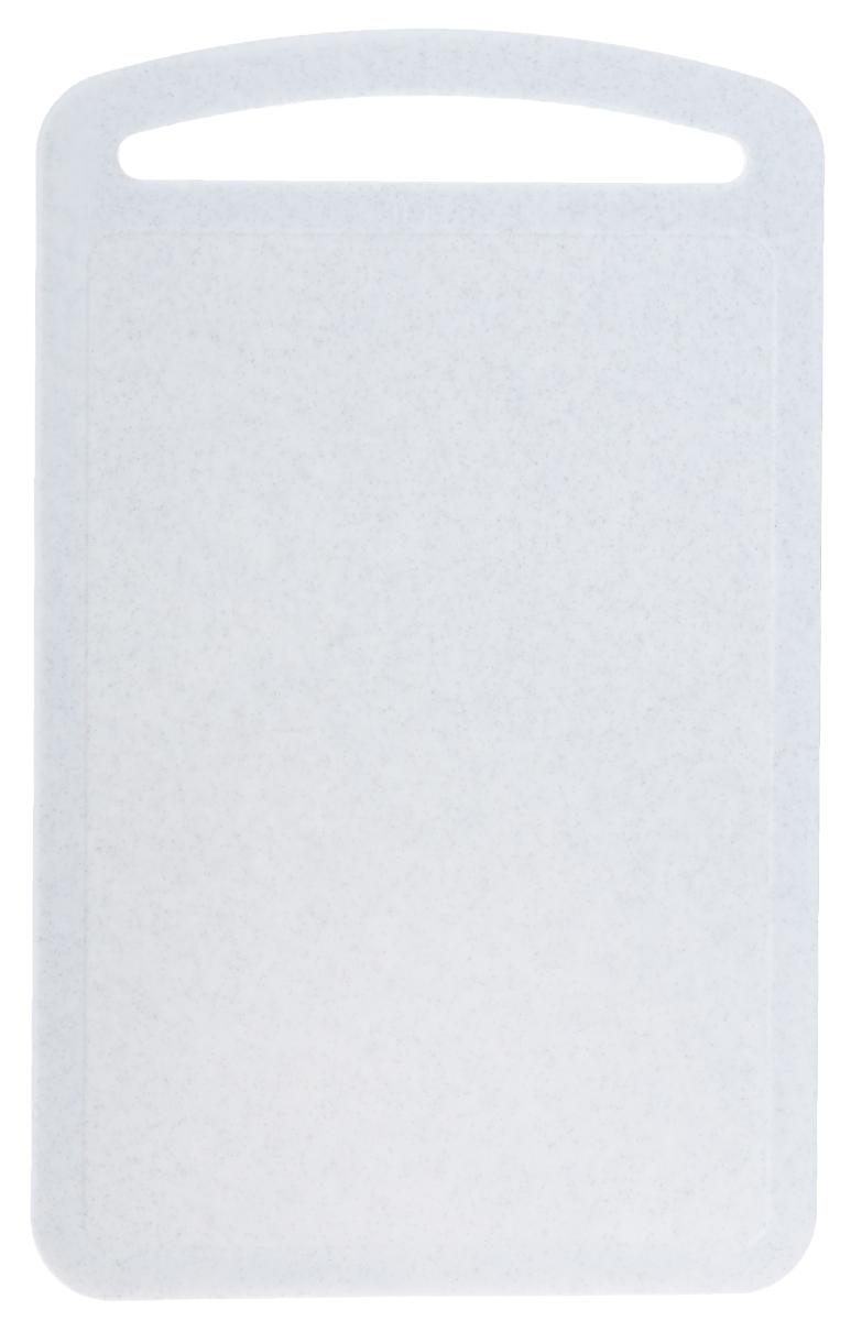 Доска разделочная Idea, цвет: белый, 31,5 х 19,5 см54 009312Разделочная доска М-пластика Idea, выполненная из высокопрочного пищевого полипропилена (пластика), станет незаменимым атрибутом приготовления пищи. Доска устойчива к повреждениям и не впитывает запахи, идеально подходит для разделки мяса, рыбы, приготовления теста и для нарезки любых продуктов. Изделие снабжено ручкой и желобками по краю для стока жидкости.