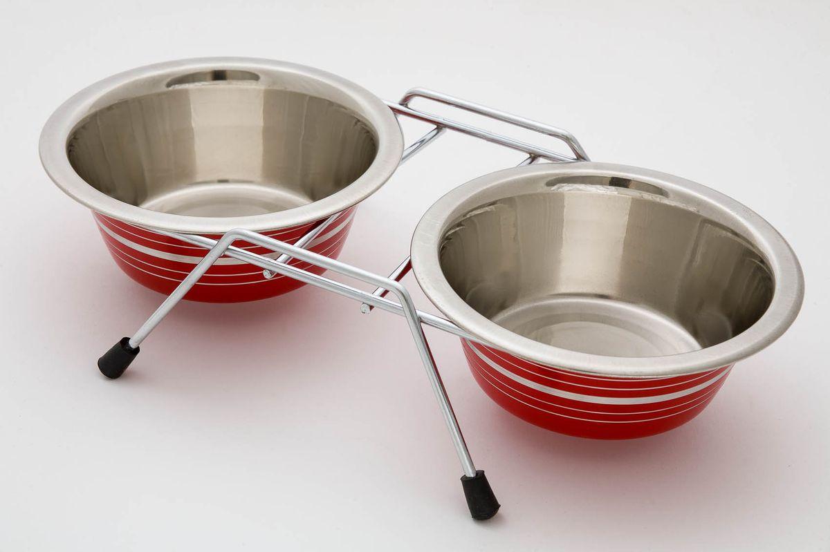 Миска для животных VM, двойная, на подставке, цвет: стальной, красный, 2 х 950 мл3180Двойная миска VM - это функциональный аксессуар для вашего питомца. Изделие состоит из двух мисок, выполненных из высококачественного металла. Миски размещены на подставке с резиновыми колпачками на ножках. Стильный дизайн придаст изделию индивидуальность и удовлетворит вкус самых взыскательных зоовладельцев. Объем одной миски: 950 мл.