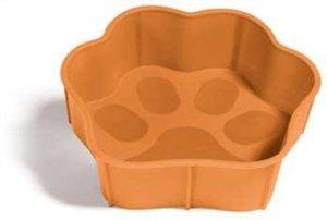 Миска SafeMade Flex Safe, гибкая, цвет: оранжевый, 300 млVTAМиска Flex Safe разработана для братьев наших меньших. Миску можно крутить, сворачивать и даже растягивать. Неважно, что Вы будете с ней делать, Flex Safe всегда возвращает свою исходную форму. Эти миска идеально подходит как для путешествий, так и для повседневного использования. Flex Safe изготовлена из материалов, которые легко моются в обычной воде. Более того в этой миске можно выпекать вкусные угощения для вашей собаки, а так же разогревать еду в микроволновой печи.Объем: 300 мл