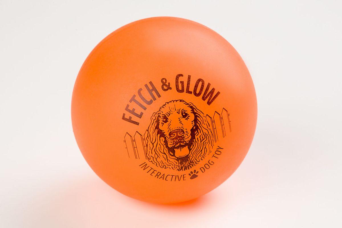 Светящийся мяч Fetch & Glow, оранжевыйL-117Вы теряете собачьи игрушки на прогулках в темное время суток? Ваша собака зашла в кусты и вечером ее плохо видно? Теперь есть решение этих проблем! Аксессуары для собак компанииAmerican Dog Toys светятся в темноте!