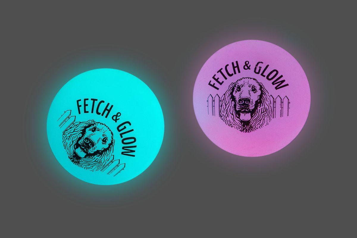 Игрушка для собак Fetch & Glow Jr. Светящийся мяч, цвет: голубой, розовый, диаметр 4,5 см, 2 шт13108Набор для собак Fetch & Glow Jr. Светящийся мяч состоит из 2 игрушек, изготовленных из прочной цветной литой резины. Изделия светятся в темноте, благодаря чему вы не потеряете игрушки.Предназначены для игр с собакой любого возраста.Такая игрушка привлечет внимание вашего любимца и не оставит его равнодушным. Диаметр: 4,5 см. Комплектность: 2 шт.