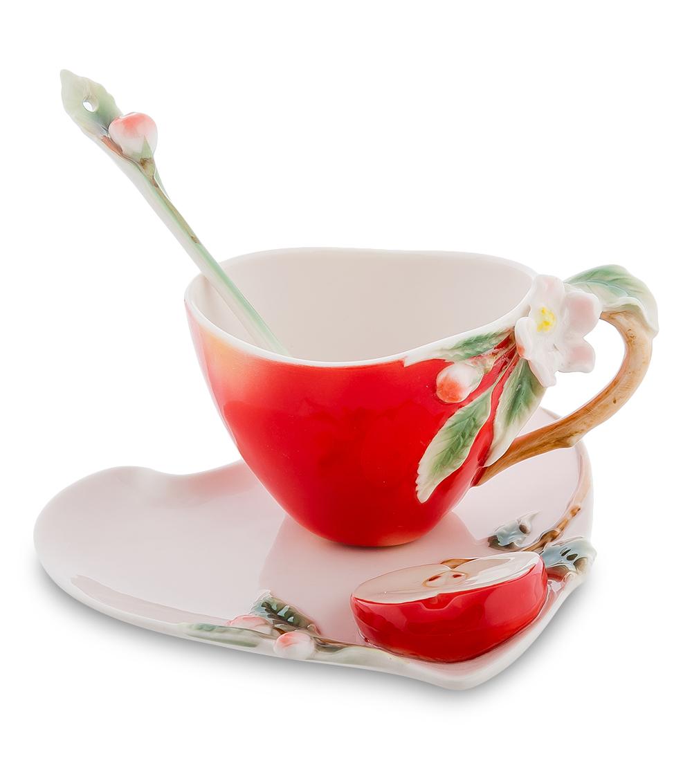 Набор чайный Pavone Яблоко, 3 предмета115510Чайный набор Pavone Яблоко изготовлен из высококачественного фарфора. Набор состоит из чашки, блюдца и чайной ложки. Изделия имеют необычный дизайн, который придется по вкусу ценителям классики и тем кто предпочитает современный стиль. Изящный набор эффектно украсит стол к чаепитию и порадует вас функциональностью и ярким дизайном.Объем кружки: 120 мл.Высота кружки: 8 см.Ширина блюдца: 14 см.Длина блюдца: 15 см.