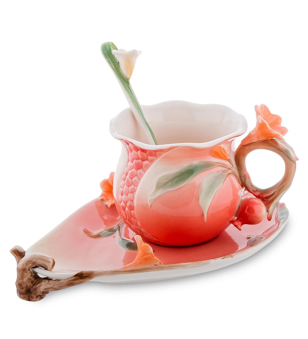 Набор чайный Pavone Цветущий гранат, 3 предмета54 009312Чайный набор Pavone Цветущий гранат изготовлен из высококачественного фарфора. Набор состоит из чашки, блюдца и чайной ложки. Изделия имеют необычный дизайн, который придется по вкусу ценителям классики и тем кто предпочитает современный стиль. Изящный набор эффектно украсит стол к чаепитию и порадует вас функциональностью и ярким дизайном.Объем кружки: 170 мл.Высота кружки: 11 см.Ширина блюдца: 13 см.Длина блюдца: 17 см.