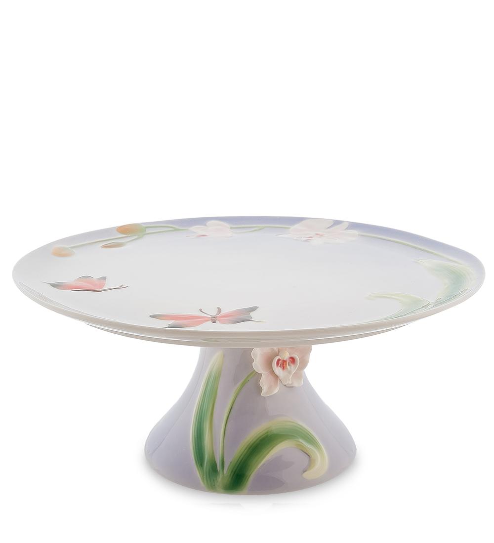Тортовница Pavone Орхидея, диаметр 31 см115510Тортовница Pavone Орхидея выполнена из высококачественного фарфора. Посуда обладает гладкой поверхностью и не впитывает запахи, ее легко и просто мыть. Изящный дизайн и красочность оформления придутся по вкусу и ценителям классики, и тем, кто предпочитает современный стиль.Не рекомендуется мыть в посудомоечной машине и использовать в микроволновой печи.Диаметр: 31 см.Высота: 14 см.