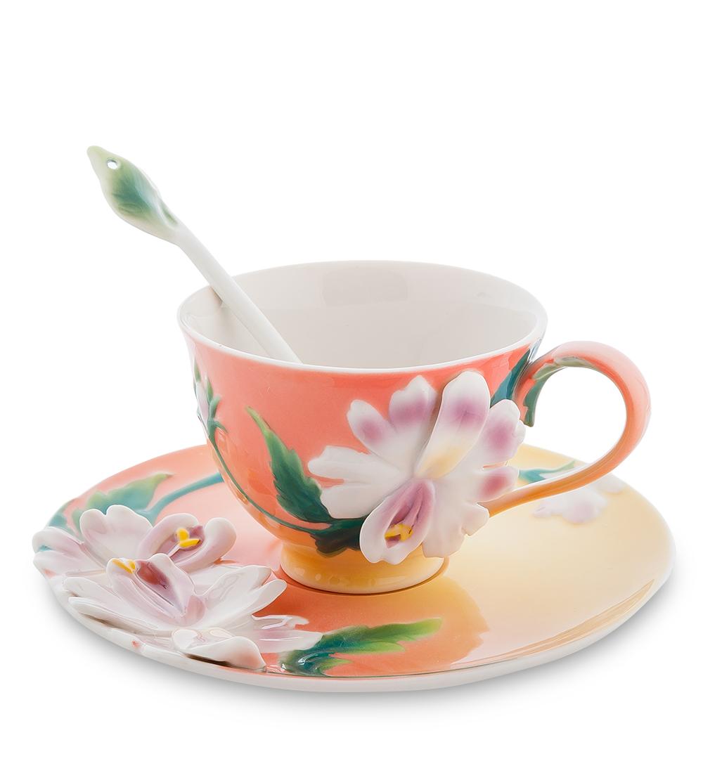 Набор чайный Pavone Сальпиглоссис, 3 предмета115510Чайный набор Pavone Сальпиглоссис изготовлен из высококачественного фарфора. Набор состоит из чашки, блюдца и чайной ложки. Изделия имеют необычный дизайн, который придется по вкусу ценителям классики и тем кто предпочитает современный стиль. Изящный набор эффектно украсит стол к чаепитию и порадует вас функциональностью и ярким дизайном.Объем кружки: 150 мл.Высота кружки: 8 см.Диаметр блюдца: 16 см.