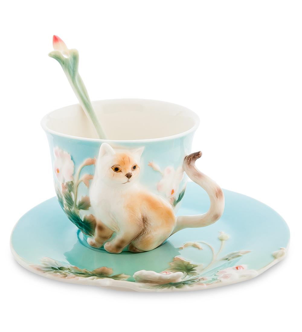 Чайная пара Pavone Британец, 3 предмета54 009312Чайная пара Pavone Британец состоит из чашки, блюдца и ложечки,изготовленных из фарфора. Предметы набора оформленыизящной объемной кошкой.Чайная пара Pavone Британец украсит ваш кухонный стол, а такжестанет замечательным подарком друзьям и близким.Изделие упаковано в подарочную коробку с атласной подложкой. Объем чашки: 150 мл.Высота чашки: 7 см.Диаметр блюдца: 15 см.