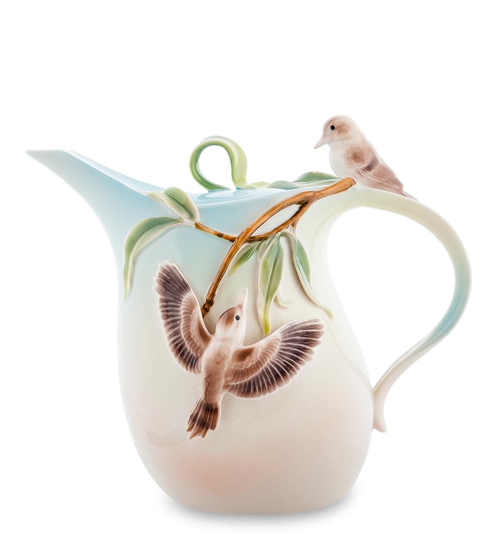 Чайник заварочный Pavone Зимородок Кукабара, 1,8 л94672Заварочный чайник Pavone Зимородок Кукабара изготовлен из высококачественного фарфора. Оригинальное исполнение придает модели особый шарм, который понравится каждому. Чайник снабжен удобной ручкой, носиком и крышкой. Такой заварочный чайник красиво дополнит сервировку стола к чаепитию и станет полезным приобретением для любой хозяйки. Отличный подарок к любому случаю. Высота: 20 см.Объем чайника: 1,8 л