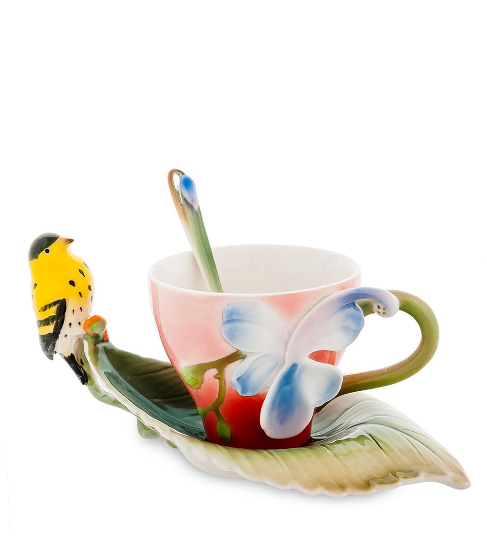 Набор чайный Pavone Иволга и орхидея, 3 предмета391602Чайный набор Pavone Иволга и орхидея изготовлен из высококачественного фарфора. Набор состоит из чашки, блюдца и чайной ложки. Изделия имеют необычный дизайн, который придется по вкусу ценителям классики и тем кто предпочитает современный стиль. Изящный набор эффектно украсит стол к чаепитию и порадует вас функциональностью и ярким дизайном.Объем кружки: 200 мл.Высота кружки: 7 см.Длина блюдца: 18 см.