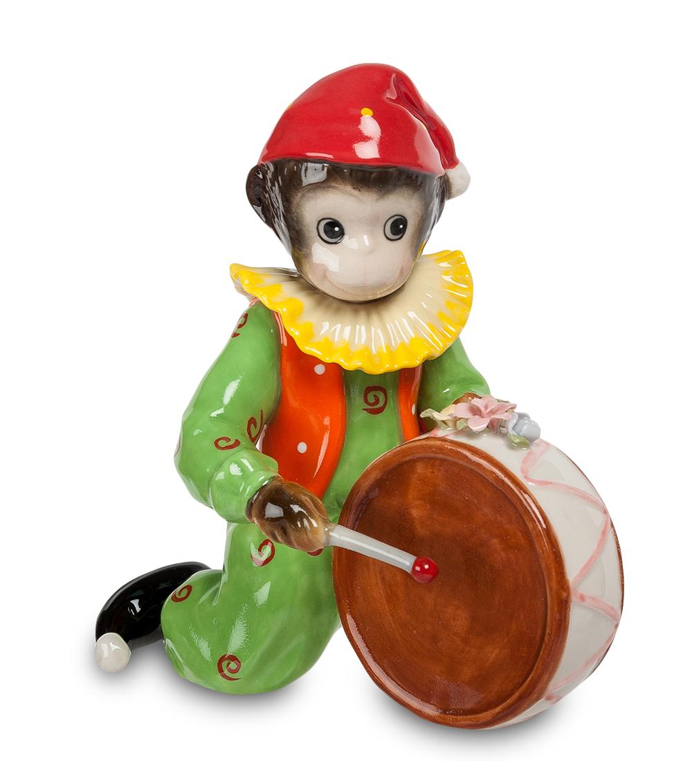 Фигурка декоративная Pavone Обезьяна-клоун. 107353C0038550Декоративная фигурка Pavone Обезьяна-клоун станет оригинальным подарком для всех любителей стильных вещей. Сувенир выполнен из высококачественного фарфора в виде обезьянки в клоунском наряде и с барабаном. Изысканный сувенир станет прекрасным дополнением к интерьеру. Вы можете поставить фигурку в любом месте, где она будет удачно смотреться и радовать глаз.Высота фигурки: 14 см.