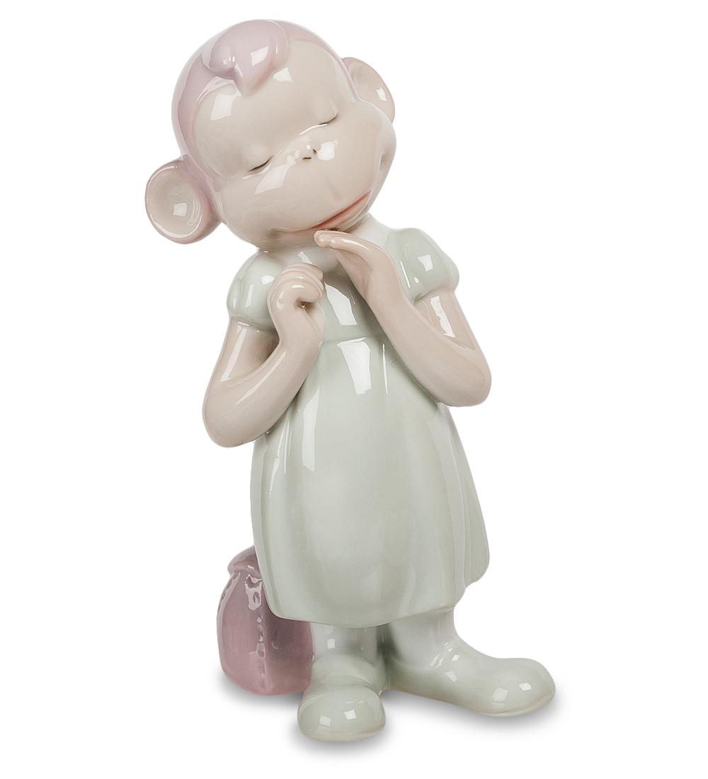 Фигурка декоративная Pavone Обезьяна. 10741697775318Декоративная фигурка Pavone Обезьяна станет оригинальным подарком для всех любителей стильных вещей. Сувенир выполнен из высококачественного фарфора в виде обезьянки. Изысканный сувенир станет прекрасным дополнением к интерьеру. Вы можете поставить фигурку в любом месте, где она будет удачно смотреться и радовать глаз.