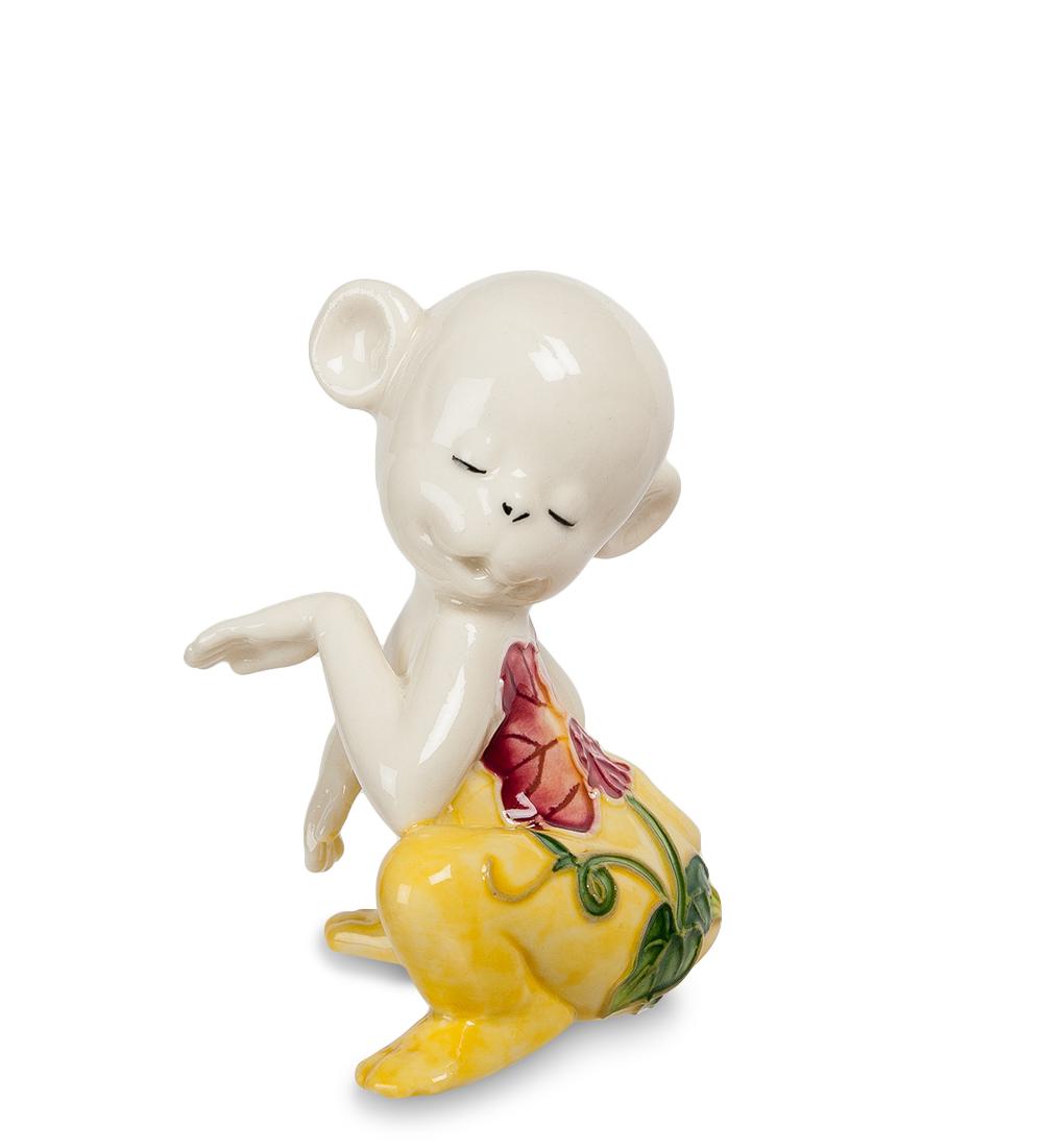 Фигурка декоративная Pavone Обезьяна, цвет: белый, желтый. 107429NLED-454-9W-BKДекоративная фигурка Pavone Обезьяна станет оригинальным подарком для всех любителей стильных вещей. Сувенир выполнен из высококачественного фарфора в виде обезьянки, украшенной оригинальным узором. Изысканный сувенир станет прекрасным дополнением к интерьеру. Вы можете поставить фигурку в любом месте, где она будет удачно смотреться и радовать глаз.Высота фигурки: 8 см.