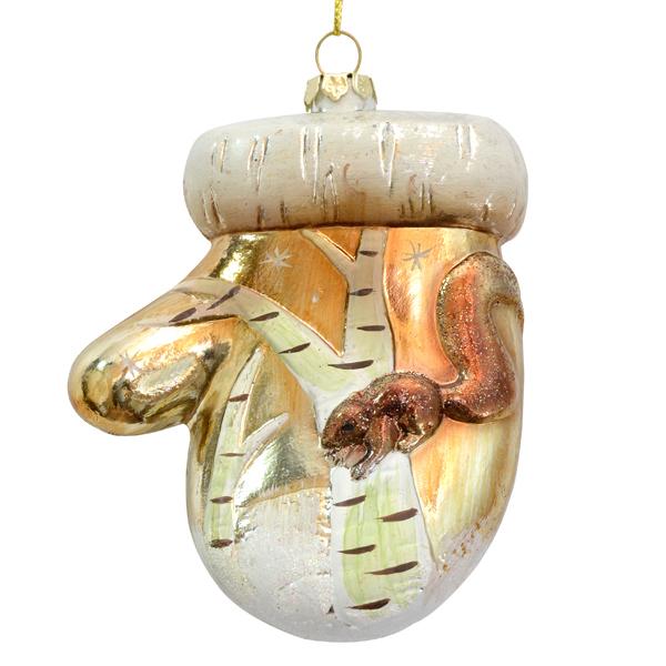 Украшение новогоднее подвесное Winter Wings Варежка. Зимние узоры, цвет: белый, золотистый, 8,5 х 3,5 х 11 см09840-20.000.00Подвесное украшение Winter Wings Варежка станет отличным новогодним украшением на елку. Изделие выполнено из пластика в виде варежки и декорировано сверкающими блестками. Подвешивается на елку с помощью текстильной петельки. Ваша зеленая красавица с таким украшением будет выглядеть стильно и волшебно. Создайте в своем доме по-настоящему сказочную атмосферу.