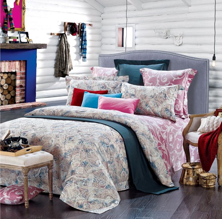 Комплект белья Диана La Vanille, 1,5-спальный, наволочки 70х70, цвет: молочный, розовый, голубой. С-656-143-150-7068/5/3Комплект постельного белья Диана La Vanille состоит из пододеяльника, простыни и двух наволочек. Белье бесшовное, оформлено оригинальным узором и имеет изысканный внешний вид. Изготовлено из бязи люкс (100% хлопка).Бязь - это ткань из экологически чистого и натурального 100% хлопка. Неоспоримым плюсом белья из такой ткани является мягкость и легкость, она прекрасно пропускает воздух, приятна на ощупь, не образует катышков на поверхности и за ней легко ухаживать. При соблюдении рекомендаций по уходу это белье выдерживает много стирок, не линяет и не теряет свою первоначальную прочность. Уникальная ткань обеспечивает легкую глажку.Приобретая комплект постельного белья Диана La Vanille, вы можете быть уверенны в том, что покупка доставит вам и вашим близким удовольствие и подарит максимальный комфорт.