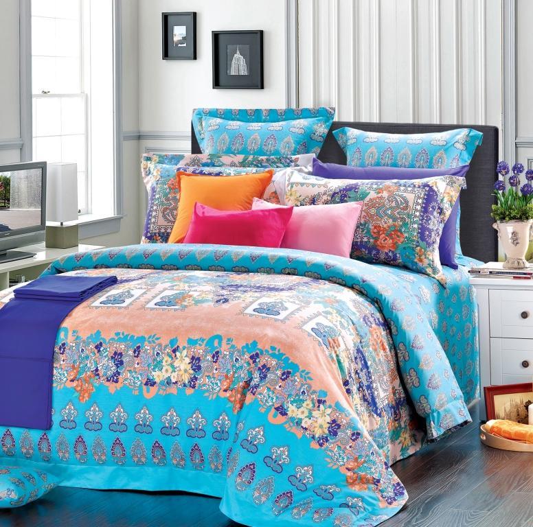 Комплект белья La Vanille, 2-спальный, наволочки 70х70, цвет: бирюзовый, фиолетовый. белый. 657CA-3505Комплект постельного белья La Vanille, выполненный из поплина, состоит из пододеяльника, простыни и двух наволочек. Постельное белье оформлено красочным рисунком и имеет изысканный внешний вид. Поплин - представляет собой ткань с характерным репсовым эффектом, которая создается путем чередования тонких и толстых нитей. В ней содержатся и натуральные, и синтетические волокна, за счет чего готовая материя приобретает матовый, дорогой блеск.