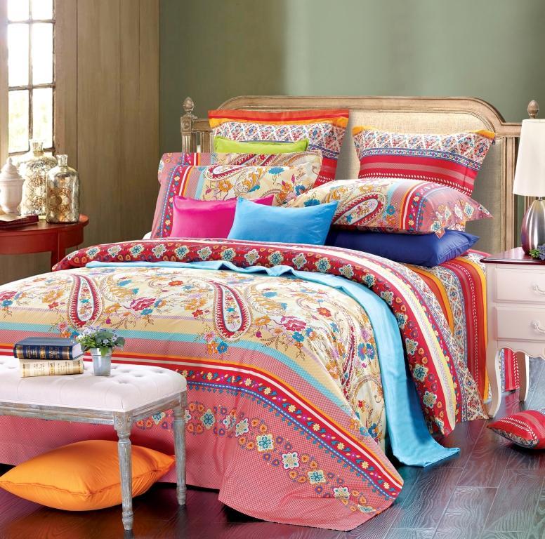 Комплект белья Диана La Vanille, 1,5-спальный, наволочки 70х70, цвет: красный, розовый, голубой. С-658-143-150-70K100Комплект постельного белья Диана La Vanille состоит из пододеяльника, простыни и двух наволочек. Белье бесшовное, оформлено оригинальным узором и имеет изысканный внешний вид. Изготовлено из бязи люкс (100% хлопка).Бязь - это ткань из экологически чистого и натурального 100% хлопка. Неоспоримым плюсом белья из такой ткани является мягкость и легкость, она прекрасно пропускает воздух, приятна на ощупь, не образует катышков на поверхности и за ней легко ухаживать. При соблюдении рекомендаций по уходу это белье выдерживает много стирок, не линяет и не теряет свою первоначальную прочность. Уникальная ткань обеспечивает легкую глажку.Приобретая комплект постельного белья Диана La Vanille, вы можете быть уверенны в том, что покупка доставит вам и вашим близким удовольствие и подарит максимальный комфорт.