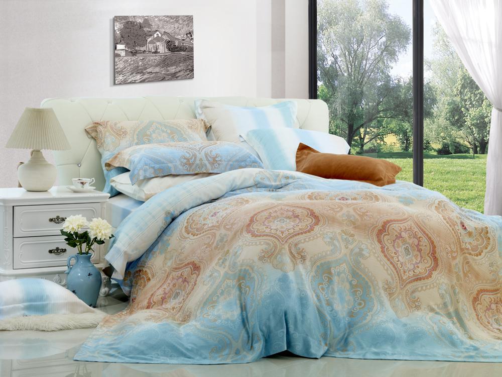 Комплект белья Диана La Vanille, 1,5-спальный, наволочки 70х70, цвет: белый, голубой, коричневый. С-577-143-150-70K100Комплект постельного белья Диана La Vanille состоит из пододеяльника, простыни и двух наволочек. Белье бесшовное, оформлено оригинальным узором и имеет изысканный внешний вид. Изготовлено из бязи люкс (100% хлопка).Бязь - это ткань из экологически чистого и натурального 100% хлопка. Неоспоримым плюсом белья из такой ткани является мягкость и легкость, она прекрасно пропускает воздух, приятна на ощупь, не образует катышков на поверхности и за ней легко ухаживать. При соблюдении рекомендаций по уходу это белье выдерживает много стирок, не линяет и не теряет свою первоначальную прочность. Уникальная ткань обеспечивает легкую глажку.Приобретая комплект постельного белья Диана La Vanille, вы можете быть уверенны в том, что покупка доставит вам и вашим близким удовольствие и подарит максимальный комфорт.