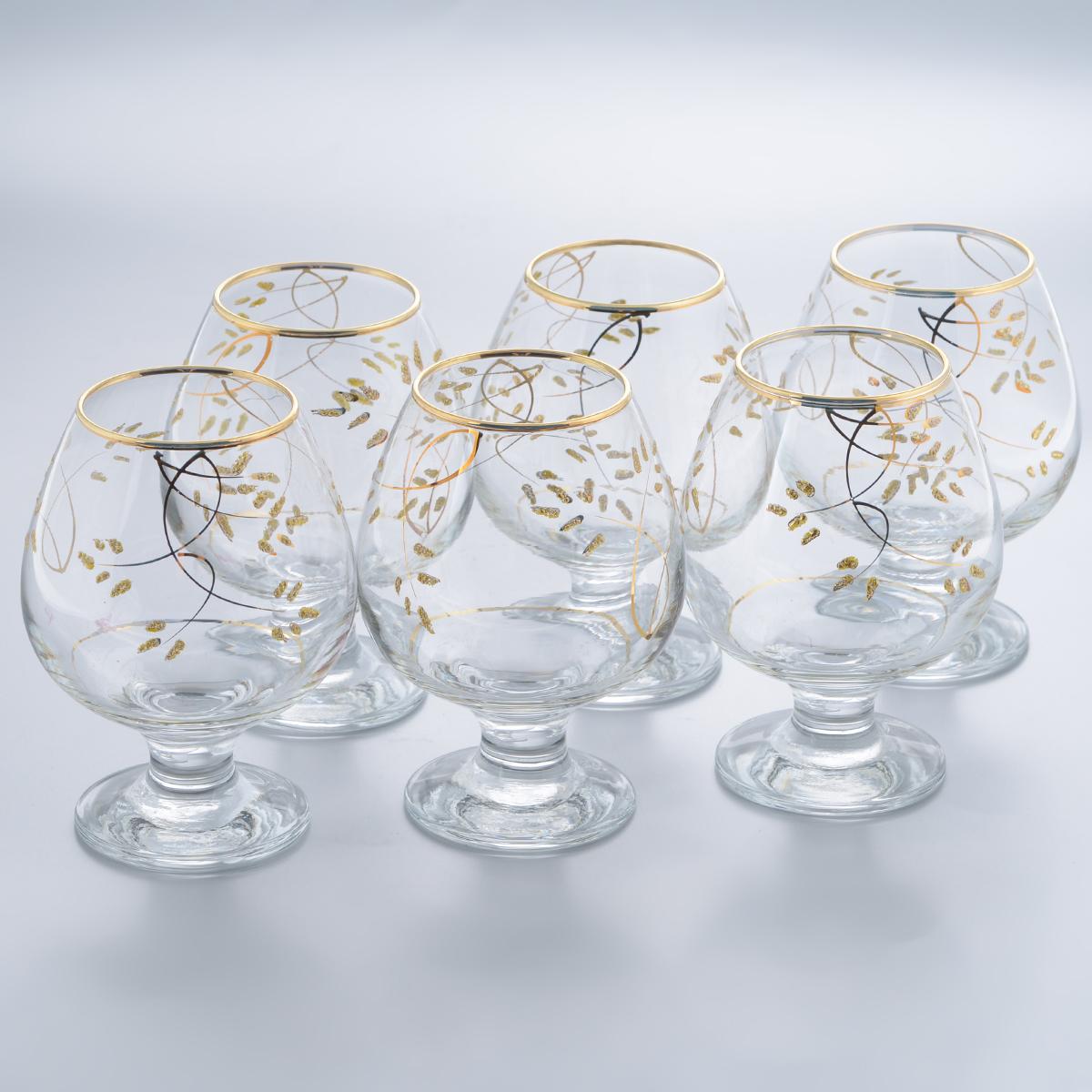 Набор бокалов для бренди Гусь-Хрустальный Колосок, 400 мл, 6 штVT-1520(SR)Набор Гусь-Хрустальный Колосок состоит из 6 бокалов на низкой ножке, изготовленных из высококачественного натрий-кальций-силикатного стекла. Изделия оформлены красивым зеркальным покрытием и золотистым орнаментом. Бокалы предназначены для подачи бренди. Такой набор прекрасно дополнит праздничный стол и станет желанным подарком в любом доме. Разрешается мыть в посудомоечной машине. Диаметр бокала (по верхнему краю): 5,5 см. Высота бокала: 12,5 см. Диаметр основания бокала: 6,5 см.