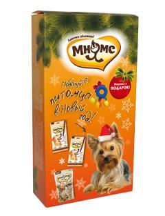 Набор лакомств для собак Мнямс Новогодний, с игрушкой24639Набор лакомств Мнямс Новогодний - прекрасный подарок для вашего питомца. В преддверии Нового года Мнямс подготовил для наших меньших братьев красивые подарочные наборы под елочку. Сочные палочки из курицы, говядины и мясное ассорти Мнямс – радость для каждой собаки! Что может быть лучше, чем жевать вкусные ароматные лакомства, лежа под елкой, пока вся семья собралась запраздничным столом.В набор входят:- Лакомые палочки Мнямс с курицей,- Лакомые палочки Мнямс с говядиной,- Лакомство для собак мелких пород Мнямс Ассорти с говядиной, ягненком и курицей,- Игрушка.Лакомые палочки Мнямс - это вкусное и здоровое угощение для собак с большим содержанием мяса, которое придется по вкусу даже самому капризному любимцу. Палочки легко ломаются, идеальноподходят в качестве поощрения для игр и тренировок.Состав палочек с курицей: мясо и продукты животного происхождения (90%, из них 17% курица), производные растительного происхождения, минералы, витамин А 5000 ME/кг, витамин D3 500 ME/кг, L-карнитин 1000мг/кг, витамин Е 50 мг/кг, антиоксиданты, консерванты.Состав палочек с говядиной: мясо и продукты животного происхождения (90%, из них 31% говядина), производные растительного происхождения, минералы, витамин А 5000 ME/кг, витамин D3 500 ME/кг, L-карнитин1000 мг/кг, витамин Е 50 мг/кг, антиоксиданты, консерванты.Лакомство Мнямс Ассорти - это вкусное и здоровое лакомство с большим содержанием мяса, специально созданное для собак мелких пород. Ассорти состоит из мягких лакомых кусочков разной формы совкусами говядины, ягненка и курицы, которые придутся по вкусу даже самому капризному любимцу. Состав: мясо и продукты животного происхождения (90%, из них 67% говядина- гранулы «сердечки», 20% ягненок- гранулы «косточки», 30% курица- гранулы «облака»), минералы, масла и жиры, злаки,производные растительного происхождения, экстракты растительного белка.Товар сертифицирован.