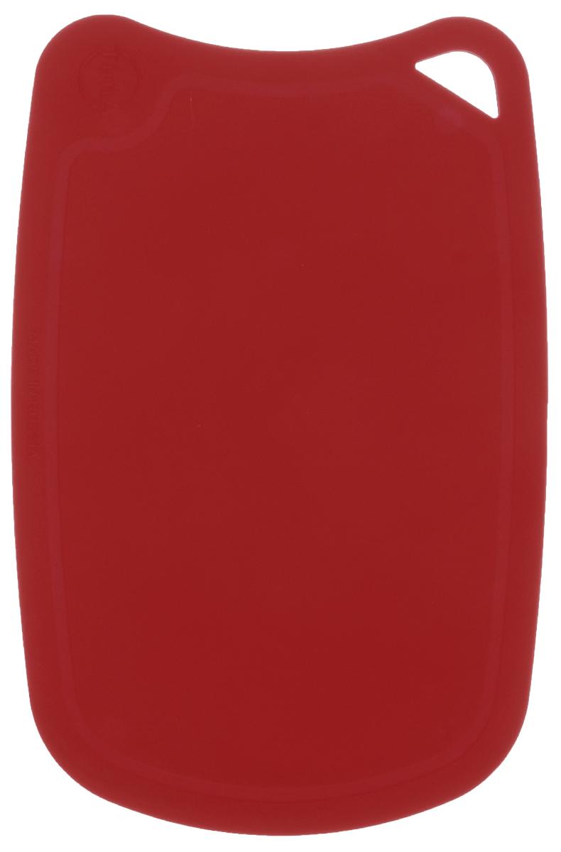 Доска разделочная TimA, цвет: бордовый, 28 см х 19 см94672Гибкая разделочная доска TimA, изготовленная из высококачественного полиуретана, займет достойное место среди аксессуаров на вашей кухне. Благодаря гибкости, с доски удобно высыпать нарезанные продукты. Она не тупит металлические и керамические ножи. Не впитывает влагу и легко моется. Обладает исключительной прочностью и износостойкостью.Доска TimA прекрасно подойдет для нарезки любых продуктов.