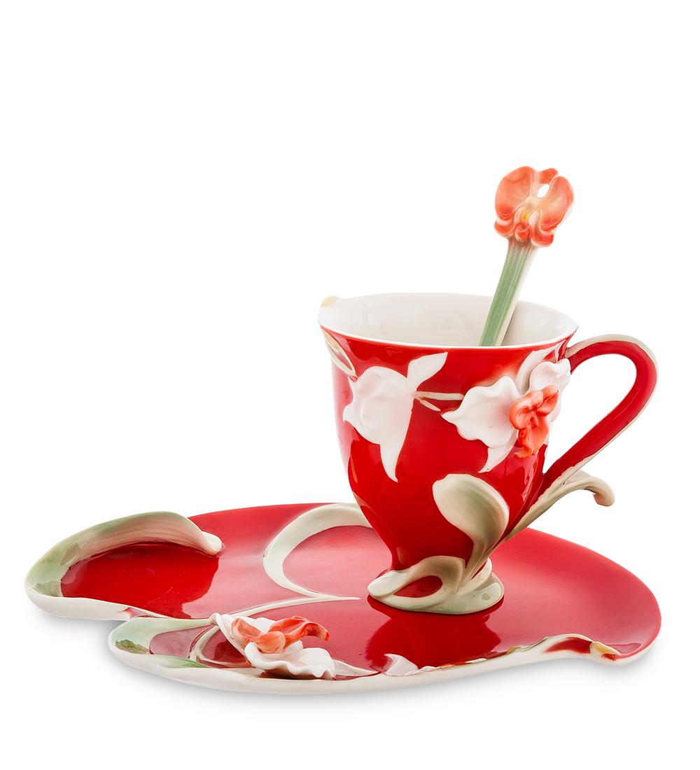 Чайная пара Pavone Орхидея, цвет: красный, зеленый, 3 предмета115510Чайная пара Pavone Орхидея состоит из чашки, блюдца и ложечки,изготовленных из фарфора. Предметы набора оформленыизящными объемными цветами.Чайная пара Pavone Орхидея украсит ваш кухонный стол, а такжестанет замечательным подарком друзьям и близким.Изделие упаковано в подарочную коробку с атласной подложкой. Объем чашки: 150 мл.Диаметр чашки по верхнему краю: 8 см.Высота чашки: 9 см.Размеры блюдца: 13,5 см х 20,5 х 1,5.Длина ложки: 13 см.