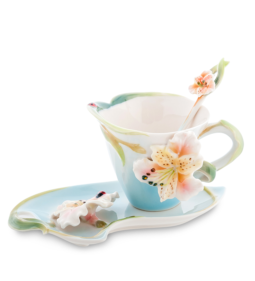 Чайная пара Pavone Лилия, цвет: голубой, зеленый, 3 предметаH3765Чайная пара Pavone Лилия состоит из чашки, блюдца и ложечки,изготовленных из фарфора. Предметы набора оформленыизящными объемными цветами.Чайная пара Pavone Лилия украсит ваш кухонный стол, а такжестанет замечательным подарком друзьям и близким.Изделие упаковано в подарочную коробку с атласной подложкой. Объем чашки: 150 мл.Диаметр чашки по верхнему краю: 9 см.Высота чашки: 8 см.Размеры блюдца: 18 см х 12 см х 1,5.Длина ложки: 13 см.
