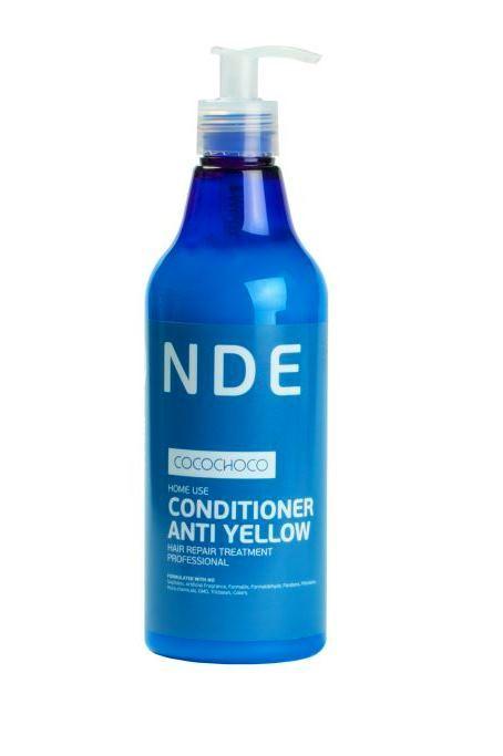 CocoChoco BLOND Кондиционер для осветленных волос 250 млFS-00897Кондиционер Blonde Conditioner Anti Yellow был разработан специально для ежедневного ухода за блондированными волосами. Очень часто после обесцвечивания волосы становятся жесткими, грубыми, теряют блеск и силу, и поэтому нуждаются в особом тщательном уходе. Кондиционер CocoChoco помогает вернуть волосам жизненную силу и продлить эффект от процедуры кератинового восстановления. Он глубоко проникает в структуру волоса, тем самым обеспечивая интенсивное увлажнение, восстановление и заполнение пористых повреждённых участков. После применения кондиционера волосы приобретают здоровый блеск, плотность, шелковистость, легко расчёсываются. Кроме того, можно забыть про неприятный жёлтый оттенок. Кондиционер помогает его нейтрализовать. Кондиционер не содержит красителей, нейтрализация происходит за счет светоотражающих компонентов, поэтому он подходит для ежедневного использования.Не содержит сульфатов, искусственных отдушек, формалина, формальдегида, парабенов, фталатов, нефтехимических продуктов, ГМО, триклозана, красителей.
