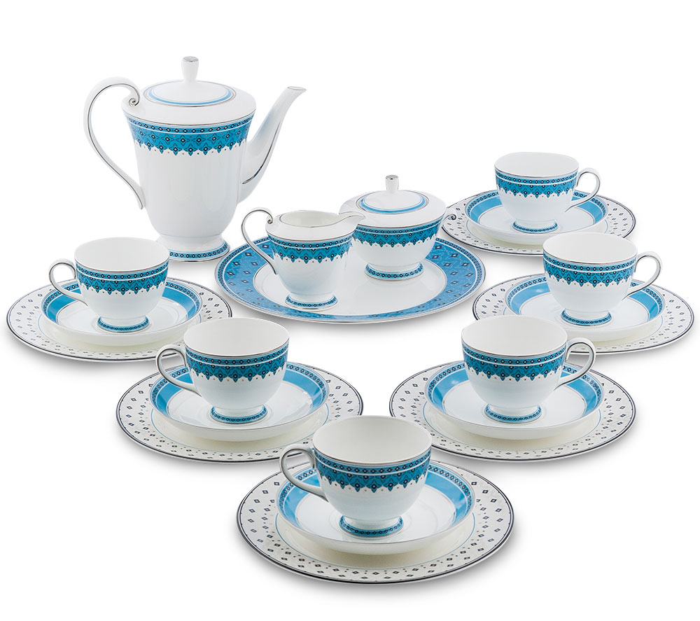 Сервиз чайный Pavone Византия, цвет: белый, голубой, 22 предметаVT-1520(SR)Чайный сервиз Pavone Византия состоит из 6 обеденных тарелок, 1 десертной тарелки, 6 чашек, 6 блюдец, заварочного чайника, молочника и сахарницы. Изделия выполнены из фарфора и оформлены оригинальным орнаментом.Изящный дизайн придется по вкусу и ценителям классики, и тем, кто предпочитаетутонченность и изысканность. Он настроит на позитивный лад и подарит хорошеенастроение с самого утра. Сервиз чайный - идеальный и необходимый подарокдля вашего дома и для ваших друзей в праздники, юбилеи и торжества! Он такжестанет отличным корпоративным подарком и украшением любой кухни.Диаметр обеденной тарелки: 21 см х 21 см. Высота обеденной тарелки: 1 см.Диаметр десертной тарелки: 27 см х 27 см. Высота десертной тарелки: 1 см.Диаметр чашки по верхнему краю: 8,5 см.Высота чашки: 7 см.Диаметр блюдца: 15,5 см.Высота сахарницы (без учета крышки): 7 см.Диаметр сахарницы по верхнему краю: 10,5 см. Диаметр отвестия сахарницы: 5,5 см. Высота чайника (без учета крышки): 17 см.Диаметр чайника по верхнему краю: 14 см. Диаметр отвестия чайника: 6,5 см.Высота молочника: 8 см.Диаметр молочника по верхнему краю: 8,5 см. Диаметр отвестия молочника: 5,5 см.