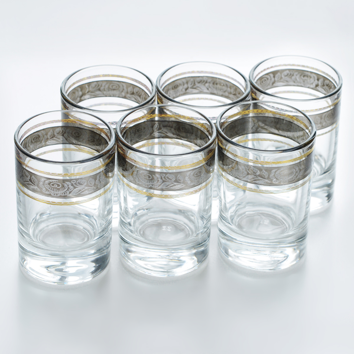 Набор стопок Гусь-Хрустальный Первоцвет, 60 мл, 6 штVT-1520(SR)Набор Гусь-Хрустальный Первоцвет состоит из 6 стопок, изготовленных из высококачественного натрий-кальций-силикатного стекла. Изделия оформлены красивым зеркальным покрытием и оригинальной окантовкой с цветочным узором. Такой набор прекрасно дополнит праздничный стол и станет желанным подарком в любом доме. Разрешается мыть в посудомоечной машине. Диаметр стопки (по верхнему краю): 4,5 см. Высота стопки: 6,6 см.