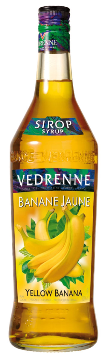 Vedrenne Желтый Банан сироп, 1 лSVDRPA-070B01Фруктовый сироп Желтый банан – это универсальная сладкая добавка, которую можно использовать как для приготовления блюд, так и для напитков.Сиропы изготавливаются на основе натурального растительного сырья, фруктовых и ягодных соков прямого отжима, цитрусовых настоев, а также с использованием очищенной воды без вредных примесей, что позволяет выдержать все ценные и полезные свойства натуральных фруктово-ягодных плодов и трав. В состав сиропов входит только натуральный сахар, произведенный по традиционной технологии из сахарозы. Благодаря высокому содержанию концентрированного фруктового сока, сиропы Vedrenne обладают изысканным ароматом и натуральным вкусом, являются эффективным подсластителем при незначительной калорийности. Они оптимизируют уровень влажности и процесс кристаллизации десертов, хорошо смешиваются с другими ингредиентами и способствуют улучшению вкусовых качеств напитков и десертов.Сиропы Vedrenne разливаются в стеклянные бутылки с яркими этикетками, на которых изображен фрукт, ягода или другой ингредиент, определяющий вкусовые оттенки того или иного продукта Vedrenne. Емкости с сиропами Vedrenne герметичны, поэтому не позволяют содержимому контактировать с микроорганизмами и другими губительными внешними воздействиями. Кроме того, стеклянные бутылки выглядят оригинально и стильно.В настоящее время компания Vedrenne считается одним из лучших производителей высококлассных сиропов, отличающихся натуральным вкусом, а также насыщенным ароматом и глубоким цветом. Фруктовые сиропы Vedrenne пользуются большой популярностью не только во Франции (где их широко используют как в сегменте HoReCa, так и в домашних условиях), но и экспортируются более чем в 50 стран мира. Цвет: золотисто-желтыйАромат: насыщенный, натуральный, фруктовый, со сливочными нотамиВкус: выразительный, нежный, сладкий вкус спелого бананаРецепт коктейля Банановый ЛимонадИнгредиенты:10 мл сиропа Vedrenne Желтый Банан;10 мл лимонного сока;лимонад д