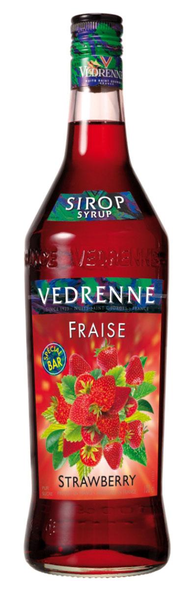 Vedrenne Клубника сироп, 1 лSVDRMY-070B01Сироп Клубника добавляют в различные коктейли, лимонады, мороженое, кофе и холодный чай. Кстати, хозяйкам на заметку: клубничный сироп можно добавить в натуральные компоты.Сиропы изготавливаются на основе натурального растительного сырья, фруктовых и ягодных соков прямого отжима, цитрусовых настоев, а также с использованием очищенной воды без вредных примесей, что позволяет выдержать все ценные и полезные свойства натуральных фруктово-ягодных плодов и трав. В состав сиропов входит только натуральный сахар, произведенный по традиционной технологии из сахарозы. Благодаря высокому содержанию концентрированного фруктового сока, сиропы Vedrenne обладают изысканным ароматоми натуральным вкусом, являются эффективным подсластителем при незначительной калорийности. Они оптимизируют уровень влажности и процесс кристаллизации десертов, хорошо смешиваются с другими ингредиентами и способствуют улучшению вкусовых качеств напитков и десертов.Сиропы Vedrenne разливаются в стеклянные бутылки с яркими этикетками, на которых изображен фрукт, ягода или другой ингредиент, определяющий вкусовые оттенки того или иного продукта Vedrenne. Емкости с сиропами Vedrenne герметичны и поэтому не позволяют содержимому контактировать с микроорганизмами и другими губительными внешними воздействиями. Кроме того, стеклянные бутылки выглядят оригинально и стильно.В настоящее время компания Vedrenne считается одним из лучшихпроизводителей высококлассных сиропов, отличающихся натуральным вкусом, а также насыщенным ароматом и глубоким цветом. Фруктовые сиропы Vedrenne пользуются большой популярностью не только во Франции (где их широко используют как в сегменте HoReCa, так и в домашних условиях), но и экспортируются более чем в 50 стран мира.Цвет: глубокий красныйАромат: насыщенный, душистый аромат свежих ягод клубникиВкус: натуральный, яркий вкус с нотами клубникиРецепт коктейля Арбузный физИнгредиенты:20 мл сиропа Vedrenne Клубника;40 мл джина;1 долька арбуза;20