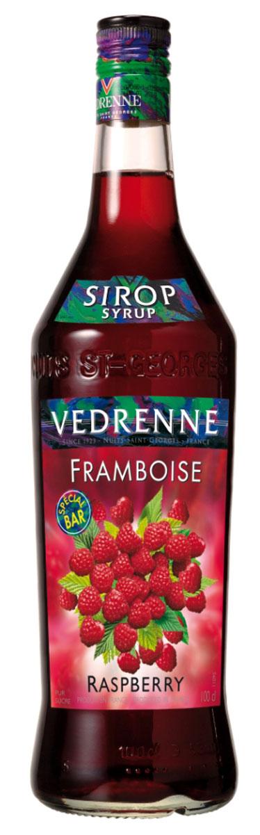 Vedrenne Малина сироп, 1 лSVDRPV-070B01В составе сиропа Малина нет консервантов и искусственных добавок, ведь готовят его из натуральных ингредиентов: ягодного сока, очищенной воды и сахара.Сиропы изготавливаются на основе натурального растительного сырья, фруктовых и ягодных соков прямого отжима, цитрусовых настоев, а также с использованием очищенной воды без вредных примесей, что позволяет выдержать все ценные и полезные свойства натуральных фруктово-ягодных плодов и трав. В состав сиропов входит только натуральный сахар, произведенный по традиционной технологии из сахарозы. Благодаря высокому содержанию концентрированного фруктового сока, сиропы Vedrenne обладают изысканным ароматом и натуральным вкусом, являются эффективным подсластителем при незначительной калорийности. Они оптимизируют уровень влажности и процесс кристаллизации десертов, хорошо смешиваются с другими ингредиентами и способствуют улучшению вкусовых качеств напитков и десертов.Сиропы Vedrenne разливаются в стеклянные бутылки с яркими этикетками, на которых изображен фрукт, ягода или другой ингредиент, определяющий вкусовые оттенки того или иного продукта Vedrenne. Емкости с сиропами Vedrenne герметичны, поэтому не позволяют содержимому контактировать с микроорганизмами и другими губительными внешними воздействиями. Кроме того, стеклянные бутылки выглядят оригинально и стильно.В настоящее время компания Vedrenne считается одним из лучших производителей высококлассных сиропов, отличающихся натуральным вкусом, а также насыщенным ароматом и глубоким цветом. Фруктовые сиропы Vedrenne пользуются большой популярностью не только во Франции (где их широко используют как в сегменте HoReCa, так и в домашних условиях), но и экспортируются более чем в 50 стран мира.Цвет: насыщенно рубиновыйАромат: изящный, душистый аромат раскрывается нотами спелой малиныВкус: сочный, сладкий, ягодный, с яркими тонами малиныРецепт коктейля Малиновый ЛимонадИнгредиенты:20 мл сиропа Vedrenne Малина;200 мл содовой;50 г лайма;1 г